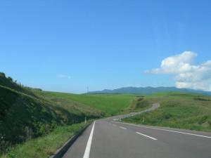 高原をドライブ