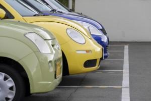 駐車場に並んだ車
