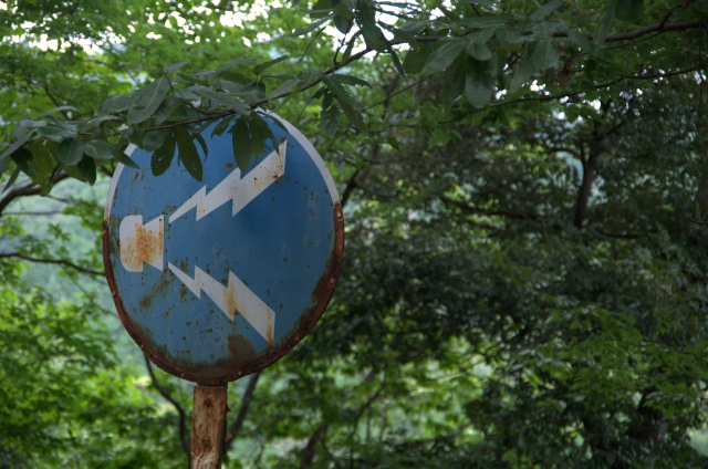 錆びた標識