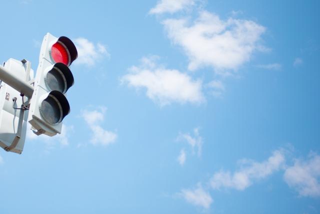 青空と赤信号