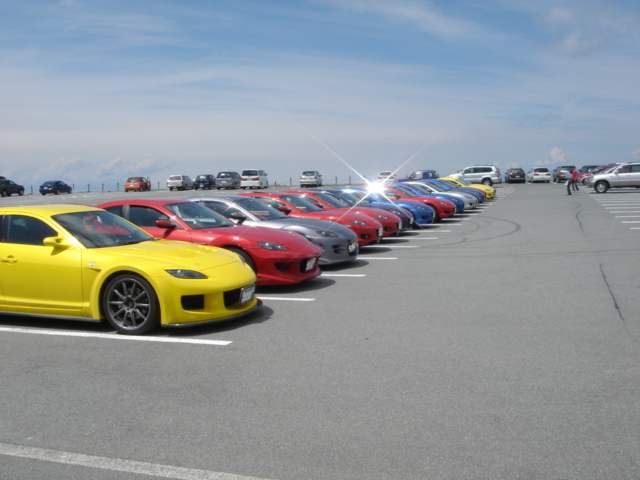 駐車場に並ぶRX-8