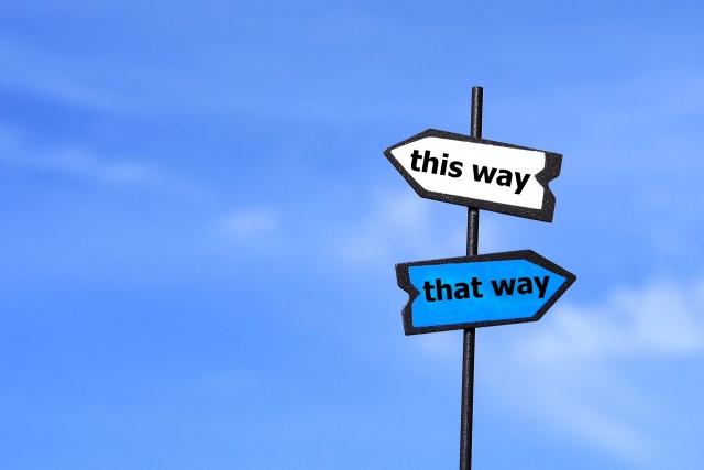 分かれ道の標識