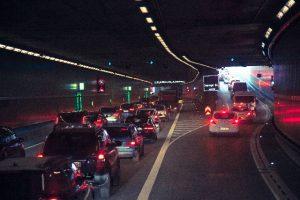 渋滞している高速道路