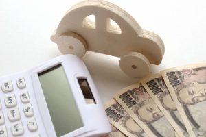 自動車の模型とお金・電卓