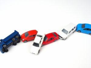 ミニカーの玉突き事故